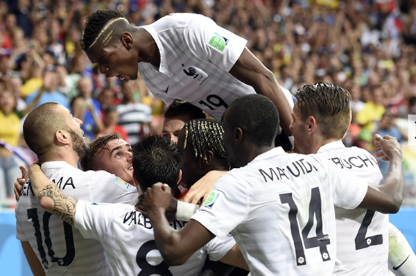 Pogba_MeilleurJeuneJoueurMondial2014B